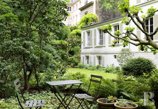 appartments for sale - paris - Like a house in a private garden, following a paved courtyard and on a lower level, in Paris' Rue-du-Bac between Rue-de-Varenne and Rue-de-Grenelle