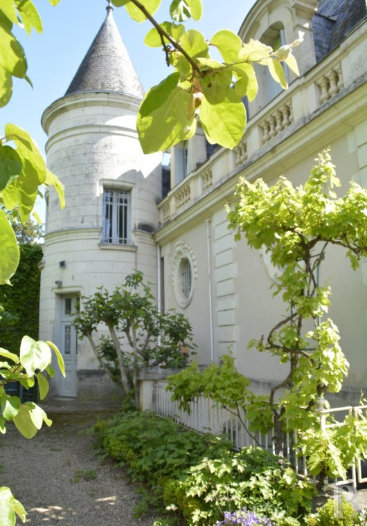 properties in town for sale - center-val-de-loire - An elegant 18th century estate ten minutes from the centre of Tours
