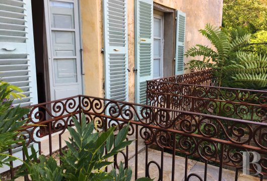 character properties France corse   - 4