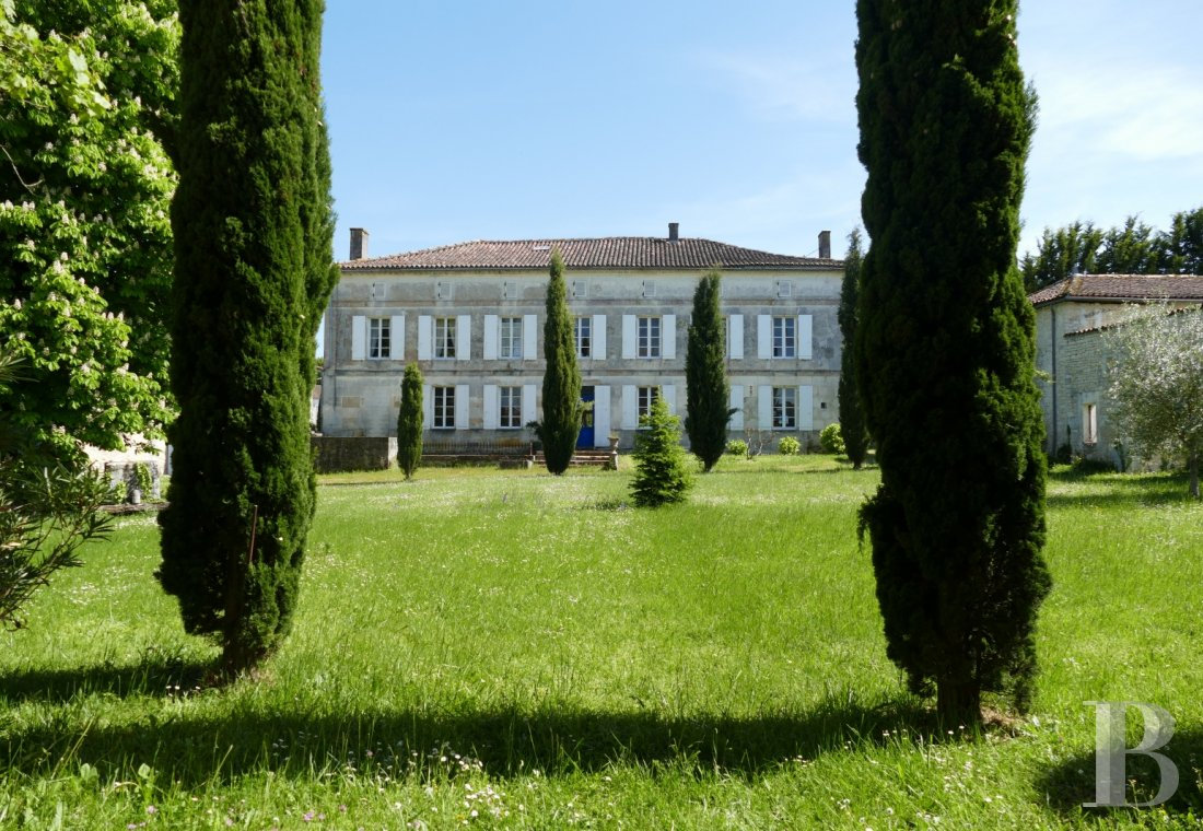"Residences for sale - poitou-charentes - In a village in the ""Petite Champagne"" wine-growing area, 20 minutes from Cognac,  a large, luxurious, Empire-style home and its outbuildings in 1.3 ha"