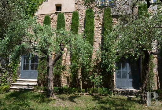 character properties France provence cote dazur   - 3