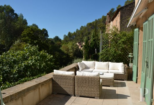 character properties France provence cote dazur   - 15