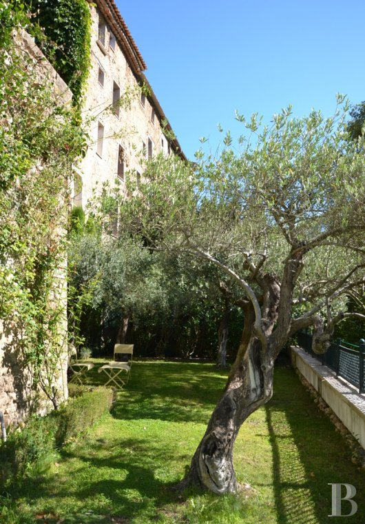 Character houses for sale - provence-cote-dazur - In the middle of the French department of Var,  four village houses set out around a garden overlooking the river