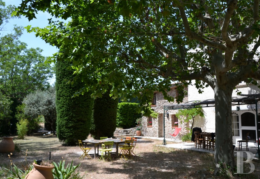 character properties France provence cote dazur   - 7