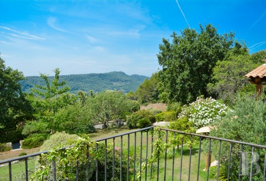 character properties France provence cote dazur   - 8