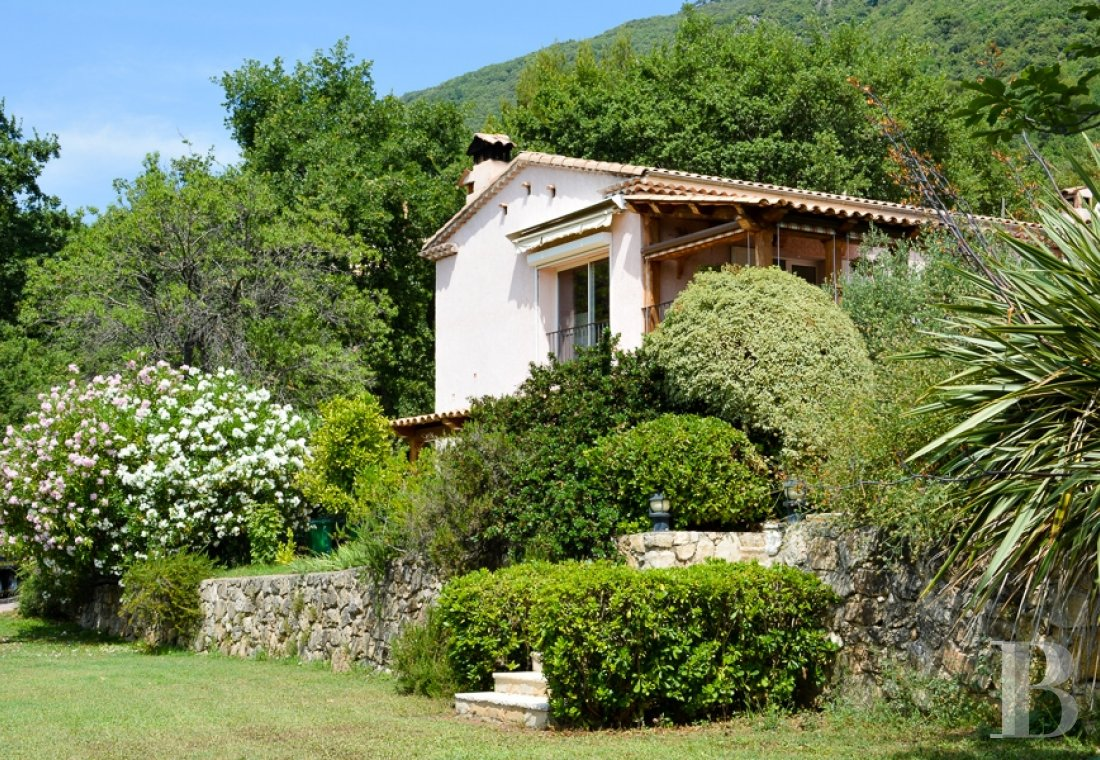 character properties France provence cote dazur   - 5