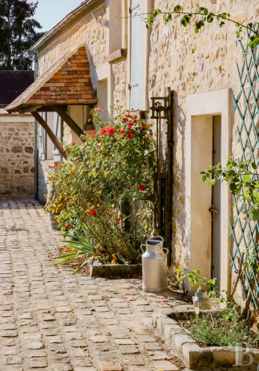 character properties France ile de france character houses - 3