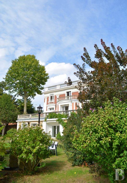 Character houses for sale - paris - In the French department of Yvelines, facing the Seine, 40 minutes from Paris,  an elegant 1837 property in 4,200 m² of parklands, with indoor pool, sauna and 2 private jetties