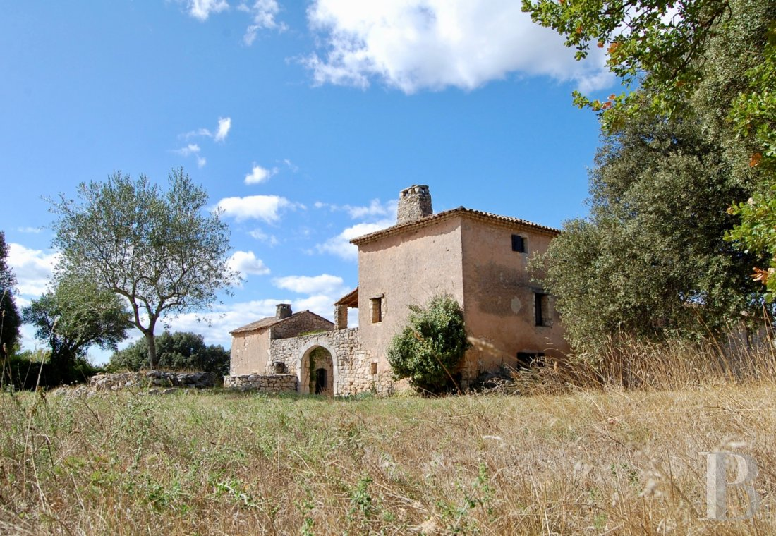 Traditional mas houses for sale - languedoc-roussillon - Amidst scrubland in the French department of Gard,  a 16th century, traditional Mas house