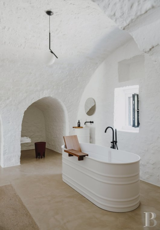 A «masseria» with guest rooms in the middle of an olive grove in Puglia, not far from Ostuni - photo  n°14