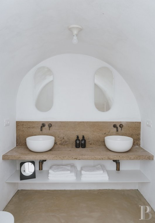 A «masseria» with guest rooms in the middle of an olive grove in Puglia, not far from Ostuni - photo  n°13