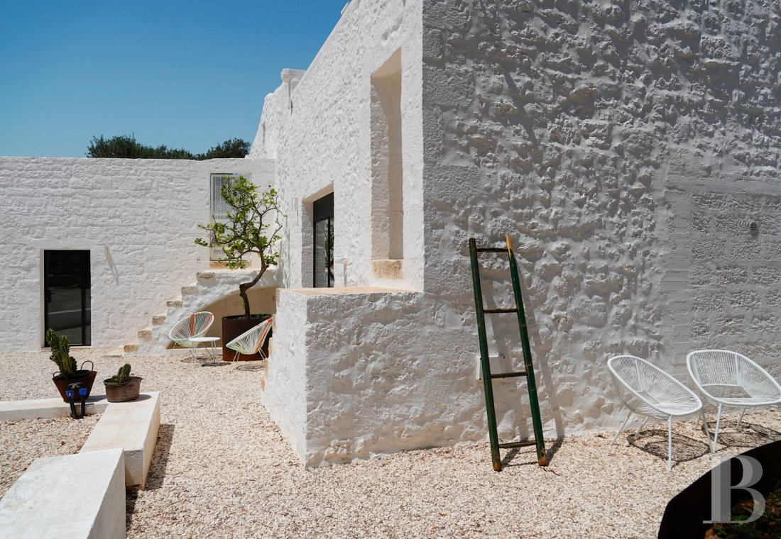 A «masseria» with guest rooms in the middle of an olive grove in Puglia, not far from Ostuni - photo  n°5