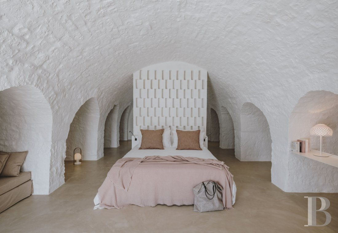 A «masseria» with guest rooms in the middle of an olive grove in Puglia, not far from Ostuni - photo  n°16