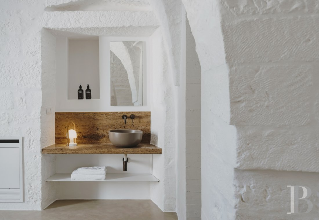 A «masseria» with guest rooms in the middle of an olive grove in Puglia, not far from Ostuni - photo  n°10