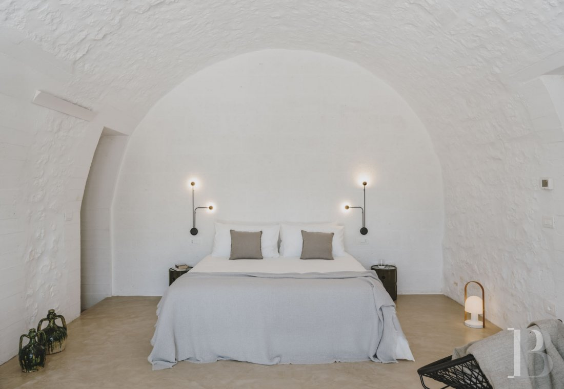 A «masseria» with guest rooms in the middle of an olive grove in Puglia, not far from Ostuni - photo  n°11