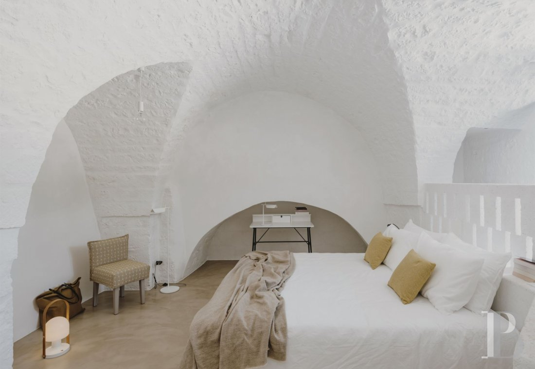 A «masseria» with guest rooms in the middle of an olive grove in Puglia, not far from Ostuni - photo  n°8