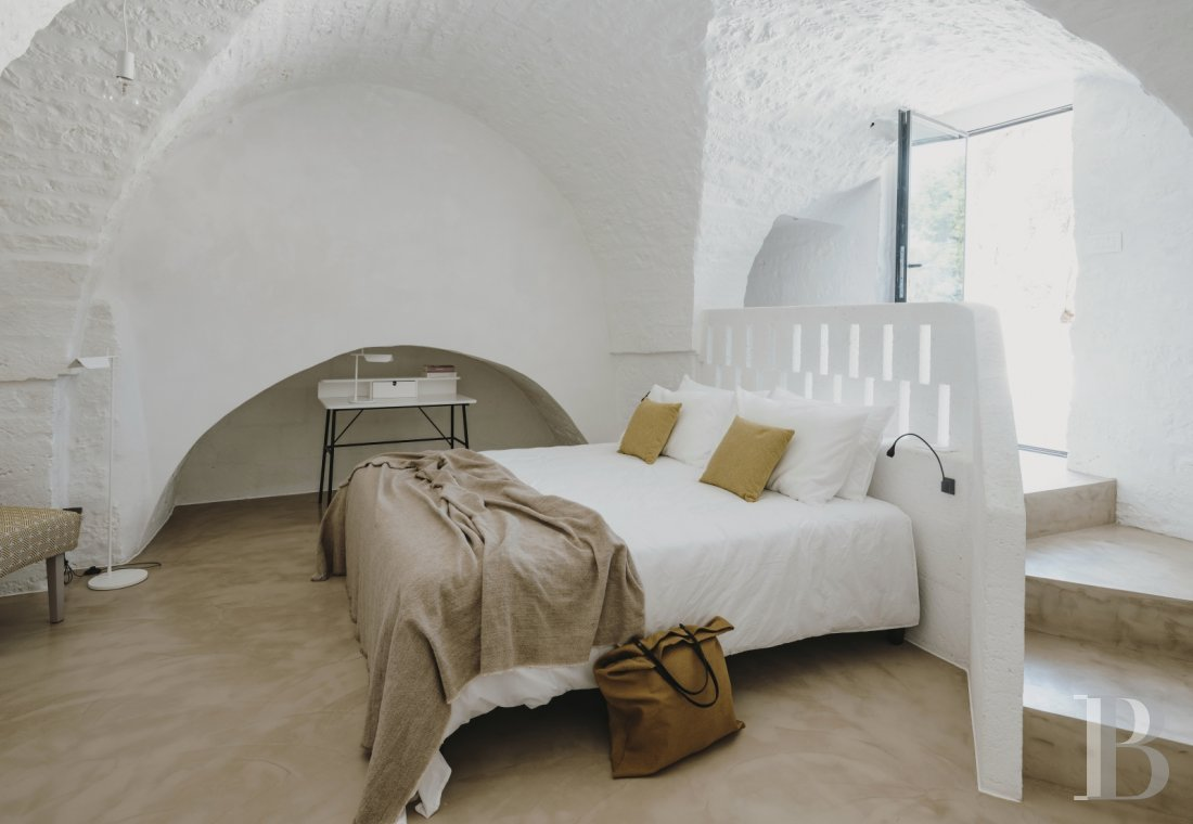 A «masseria» with guest rooms in the middle of an olive grove in Puglia, not far from Ostuni - photo  n°9