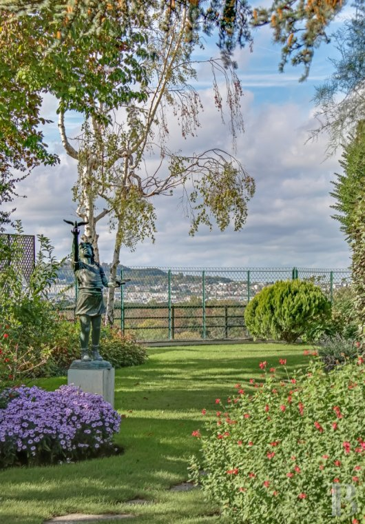 apartments for sale - paris - A panoramic view of Paris and the Eiffel Tower, from the top floors of the Walter Buildings, a 2-storey, 434 m² flat and its 400 m² hanging garden