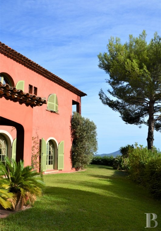 Character houses for sale - provence-cote-dazur - East of Toulon in a dominant position,  a contemporary, Italian-style house with spacious rooms