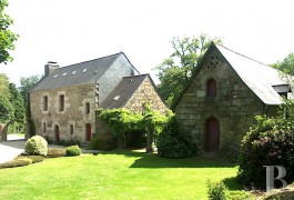 Manors for sale - brittany - In the Côtes d�Armor region,-a 16th century manor house and its outbuildings