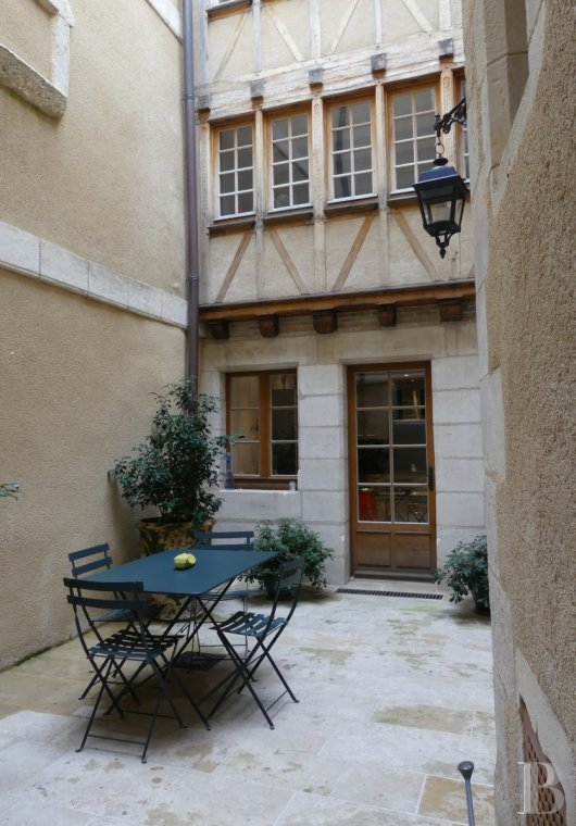 Mansion houses for sale - poitou-charentes - In Poitiers, 3 minutes' walk from Notre-Dame-La-Grande, a fully renovated, 15th century mansion house