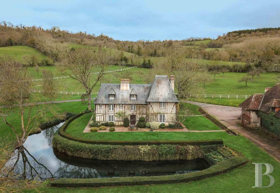 Manors for sale - lower-normandy - A 17th century manor house, with 3 other half-timbered buildings,  a French-style vegetable garden and 64 ha of grasslands, in the Auge Country