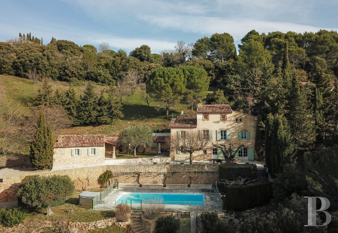 Character houses for sale - provence-cote-dazur - In Provence, in one of France's most beautiful villages,  an authentic Bastide house typical of Provence overlooking the valley