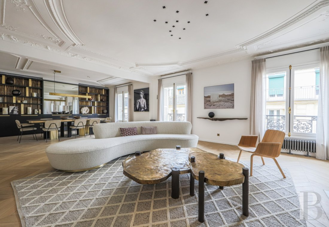 apartments for sale - paris - An elegant, 200 m², renovated and furnished flat on a high, quiet floor  just a stone's throw from Rue Faubourg-Saint-Honoré