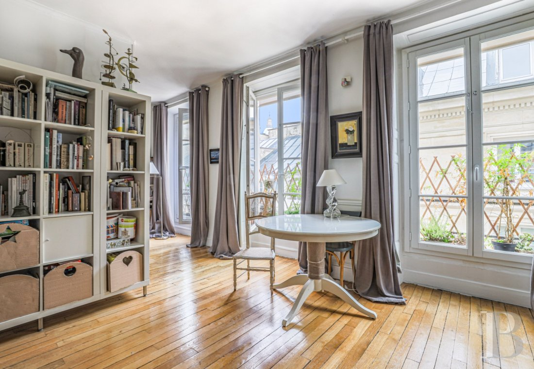 apartments for sale - paris - A 61 m² flat, with a view of the Panthéon,  in Rue-Saint-Jacques near to Luxembourg Gardens