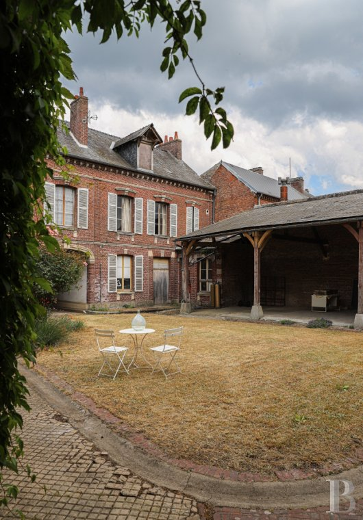 Character houses for sale - picardy - A middle-class home and a listed, Second Empire wine storehouse,  105 km from Paris in the French department of Oise