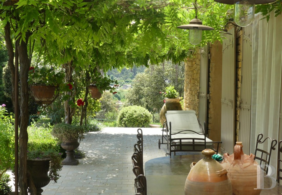 character properties France provence cote dazur   - 6