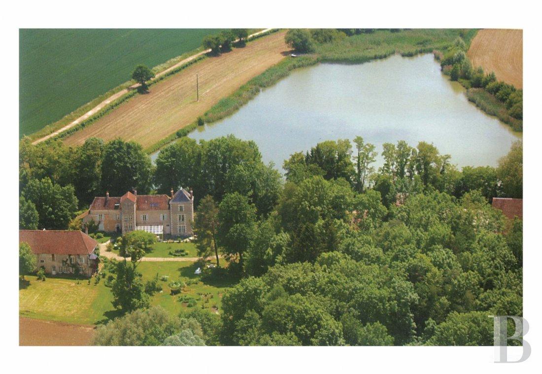 Manors for sale - burgundy - Two hours from Paris, an elegant Renaissance manor house, overlooked by an imposing 18th century Royal Forge