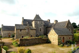 Manors for sale - brittany - In north Finistère, a 16th century manor house and its numerous outbuildings