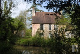 Manors for sale - pays-de-loire - Deep in the country in the French department of Sarthe, a manor house and dwelling in 10 acres