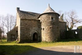 Manors for sale - brittany - In Morbihan, an early 16th century manor house awaiting restoration
