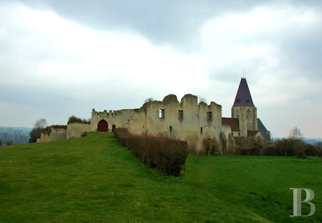 Historic buildings for sale - picardy - A listed site with the ruins of a medieval castle  in Picardy