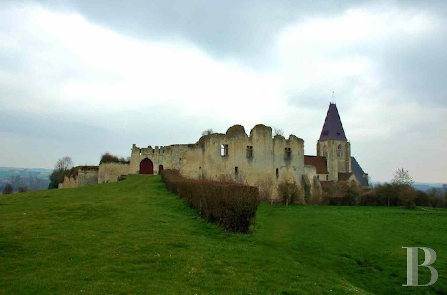 castles for sale France picardy historic buildings - 1 zoom