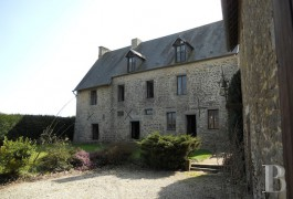 Manors for sale - lower-normandy - Dans le Sud de la Manche, manoir du 16e S. et dépendance sur 5500m2 de terrain