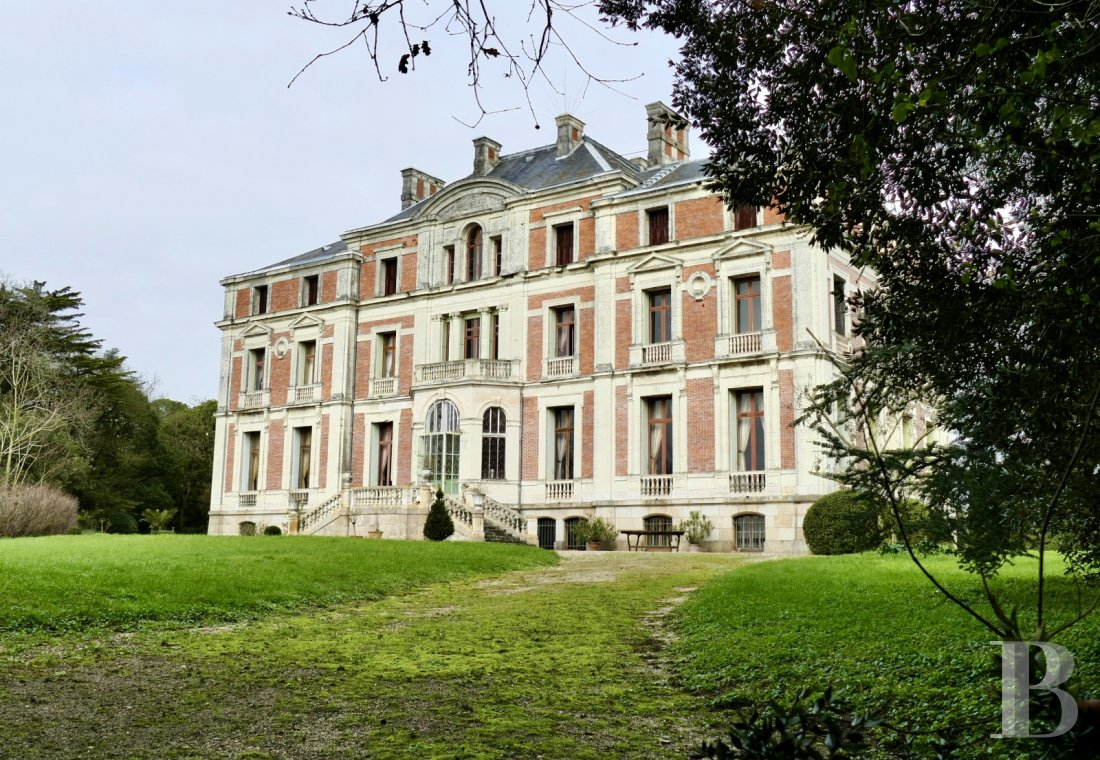 chateaux for sale France pays de loire property listed - 1
