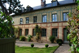 Manors for sale - upper-normandy - In Upper Normandy, an 18th century residence in the centre of a village