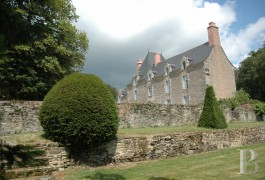 Historic buildings for sale - brittany - A 16th century, listed chateau and chapel on a 20 ha estate in Morbihan