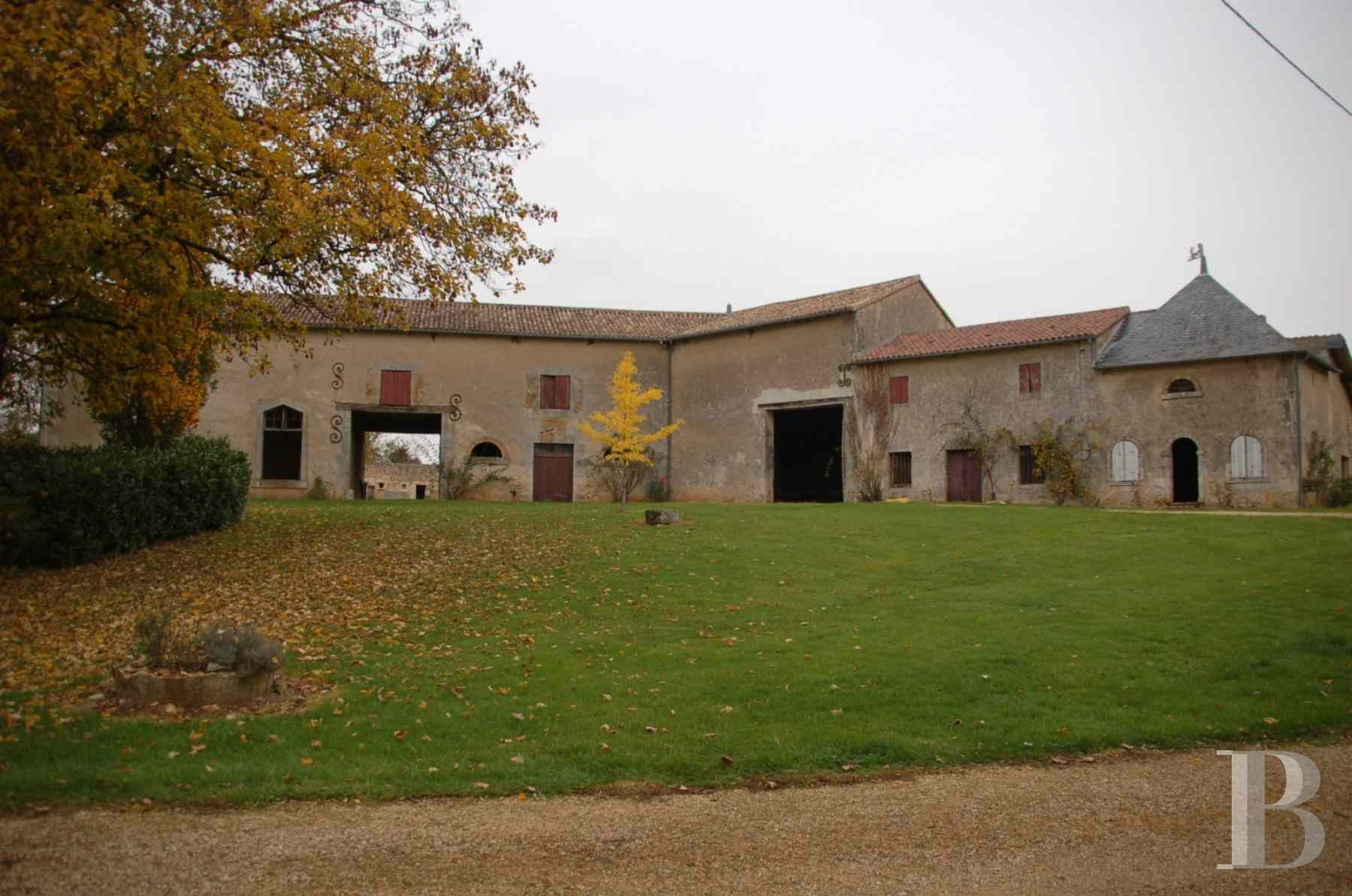 chateaux for sale France poitou charentes property outbuildings - 7 zoom
