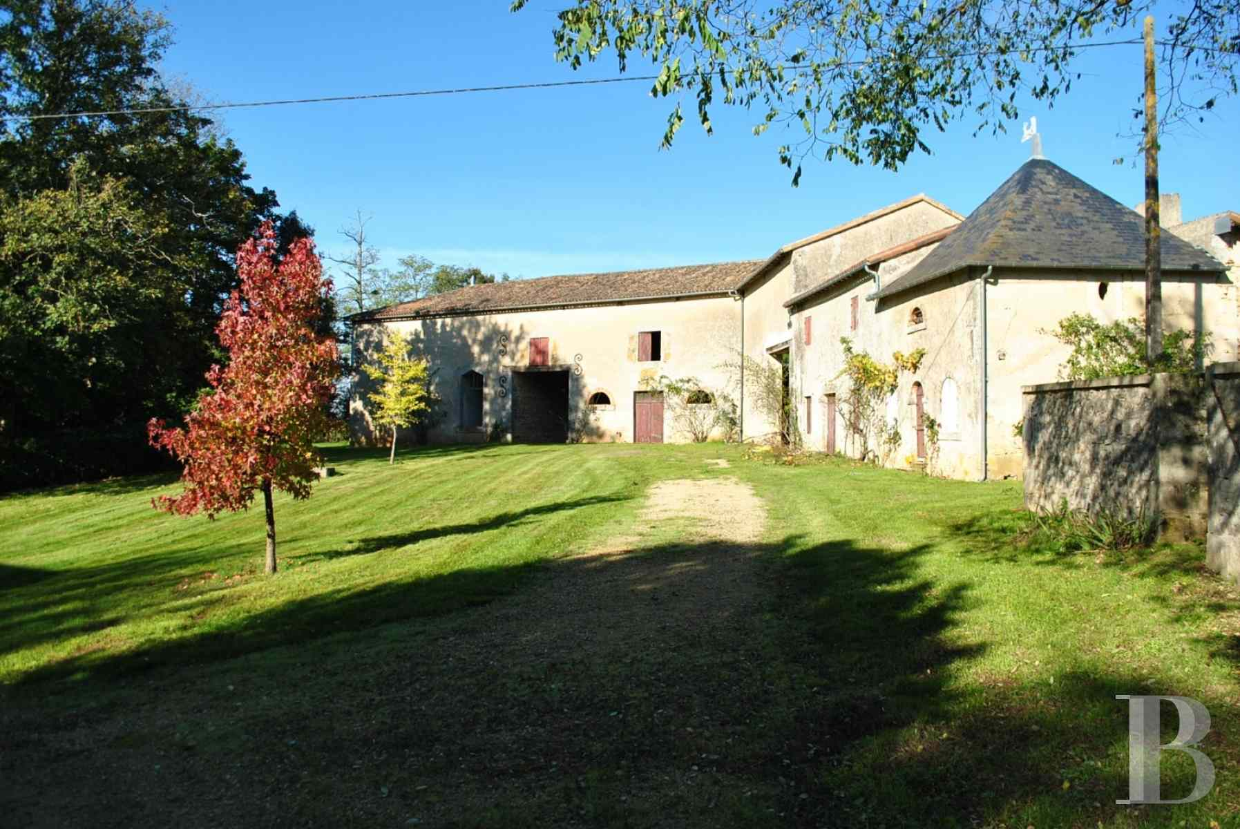chateaux for sale France poitou charentes property outbuildings - 3 zoom