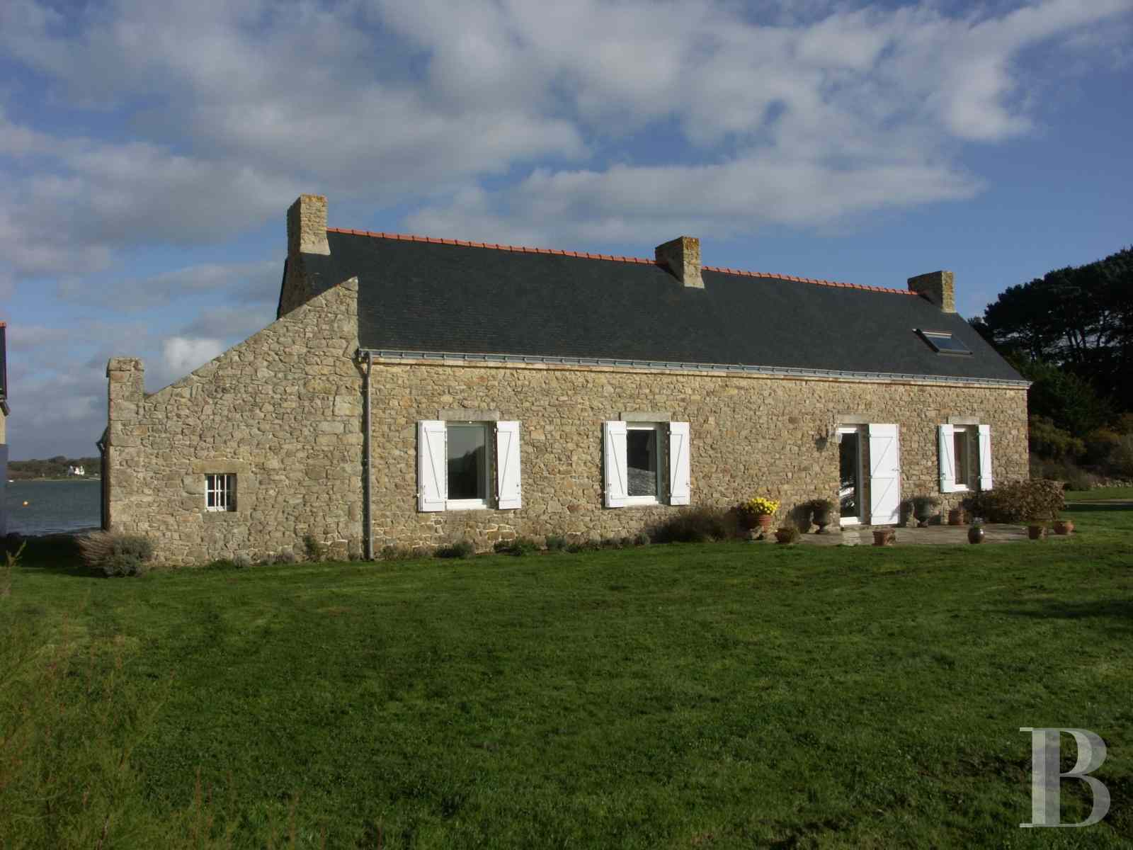 character properties France brittany property for - 3 zoom