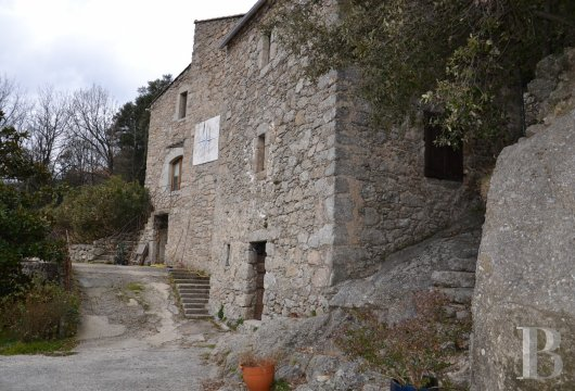 character properties France languedoc roussillon estate cevennes - 9