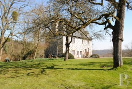 Manors for sale - lower-normandy - A 15th century manor house and its thatched cottage just a stone�s throw from Honfleur