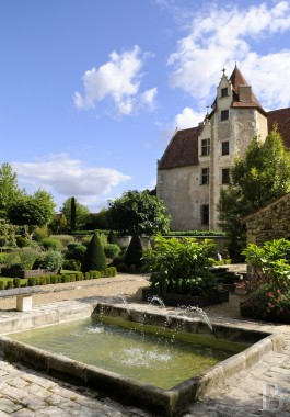 Castles / chateaux for sale - poitou-charentes - A 15th century, listed castle, its extraordinary garden and its forest, spanning close to 30 ha, in the area around Poitiers