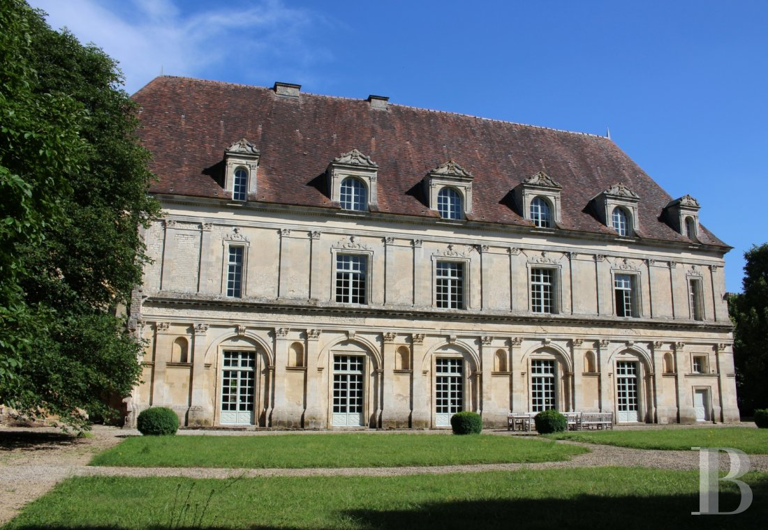 Castles / chateaux for sale - burgundy - A listed, Renaissance chateau  in the French department of Côte d'Or