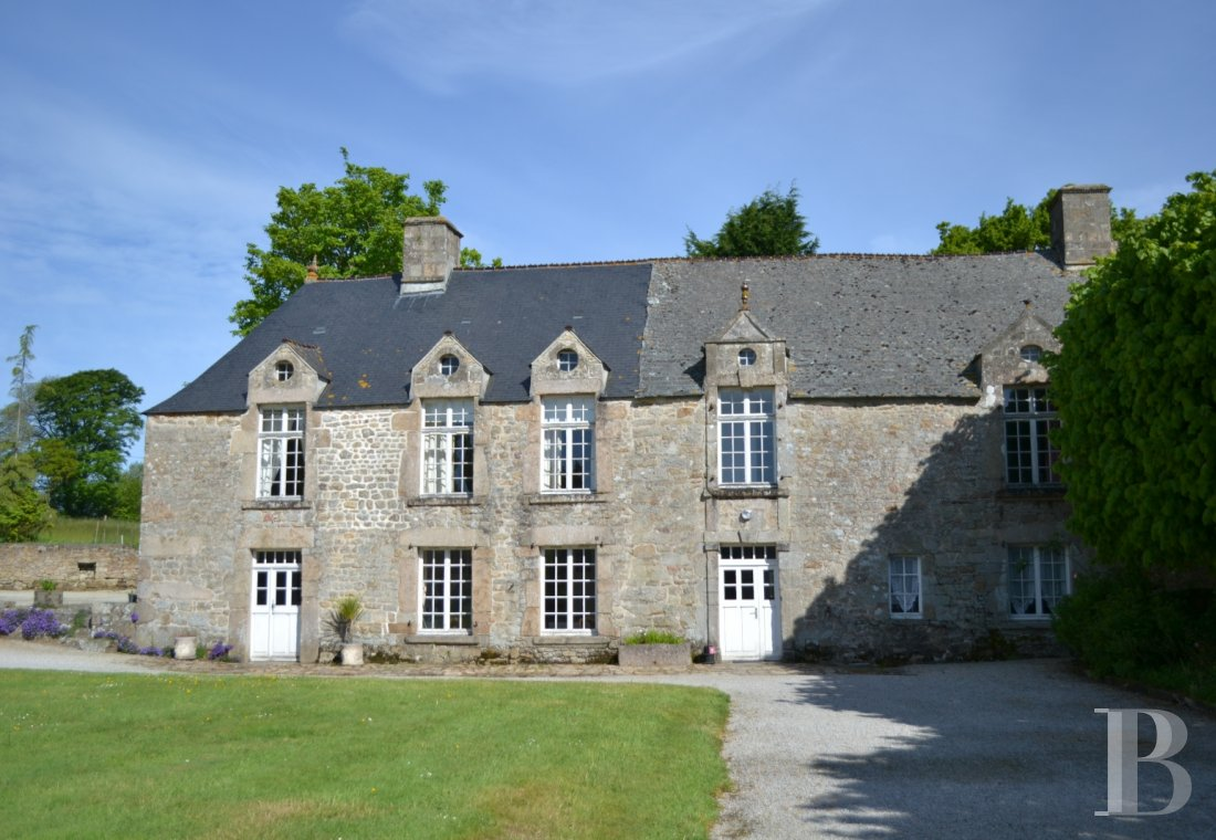 fAn 18th century chateau and its outbuildings spread across the heights of Val de Saire  in the Cotentin - photo  n°4