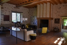 character properties France pays de loire sarthe barn - 4